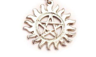 Pingente Simbolo Anti-Possessão Supernatural (Acompanha cordão preto)