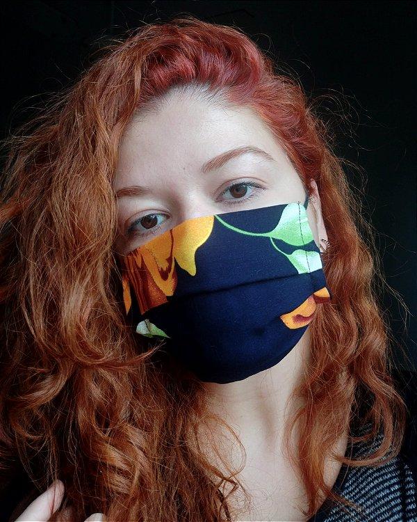 Máscara de tecido floral marinho