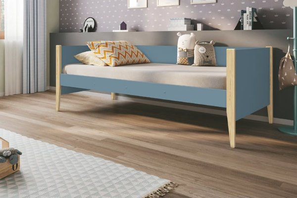 Cama Noah Azul com pés em madeira natural - Reller
