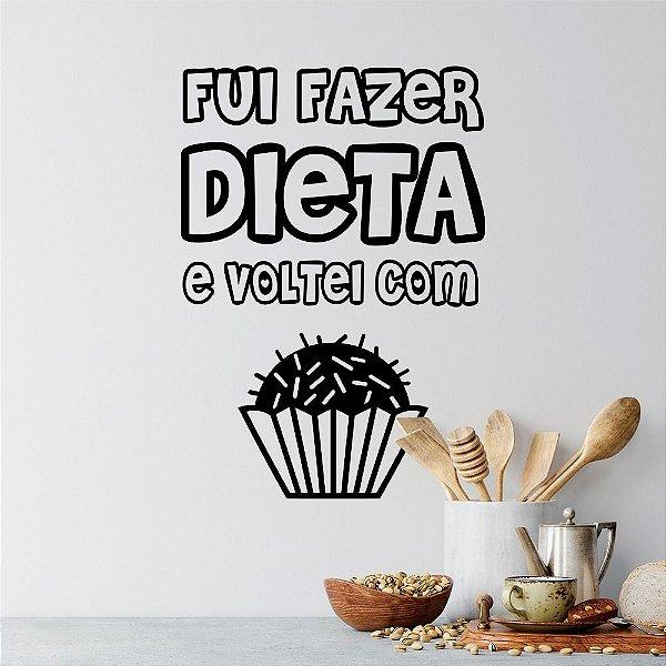 """Adesivo Decorativo Frase """"Dieta com Brigadeiro"""""""