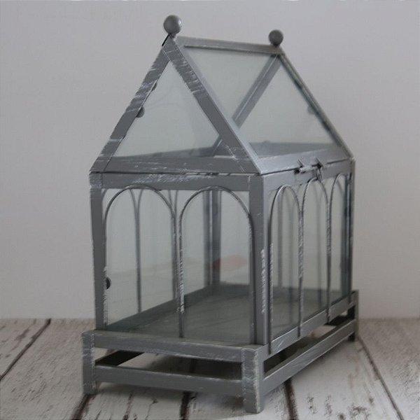 Casinha de metal e vidro
