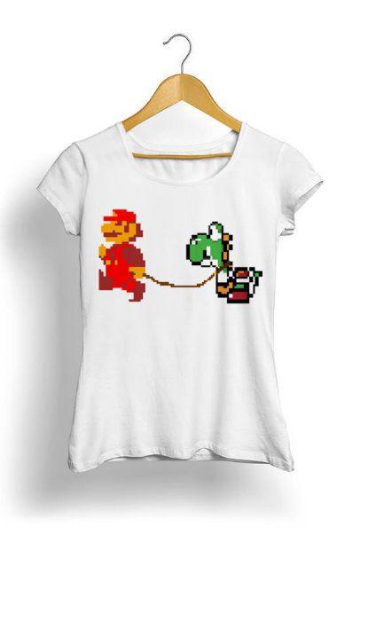 Camiseta Feminina Tropicalli Mario walking his Yoshi