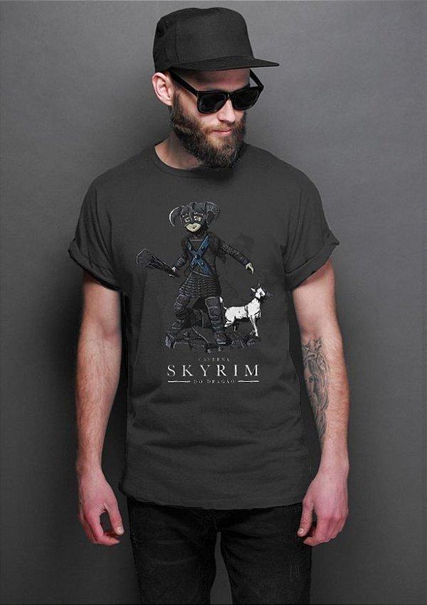 Camiseta Masculina  Caverna do Dragao Skyrim - Nerd e Geek - Presentes Criativos