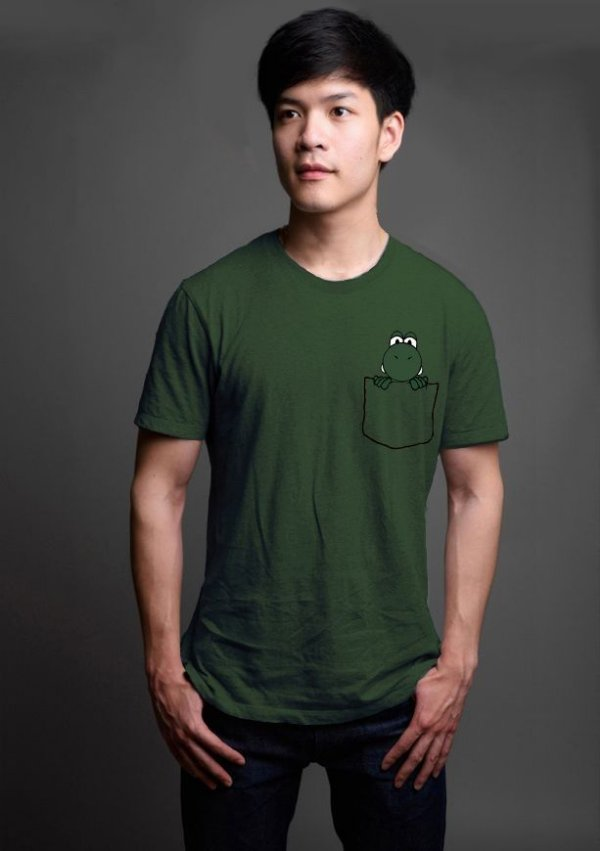 Camiseta Masculina  Yoshi Bolso - Nerd e Geek - Presentes Criativos