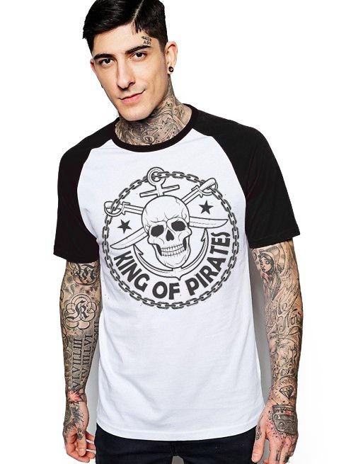 Camiseta Raglan King33 Skull Kinf of Pirates - Nerd e Geek - Presentes Criativos
