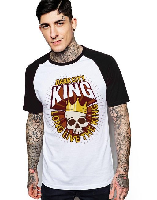 Camiseta Raglan King33 Dark City - Nerd e Geek - Presentes Criativos