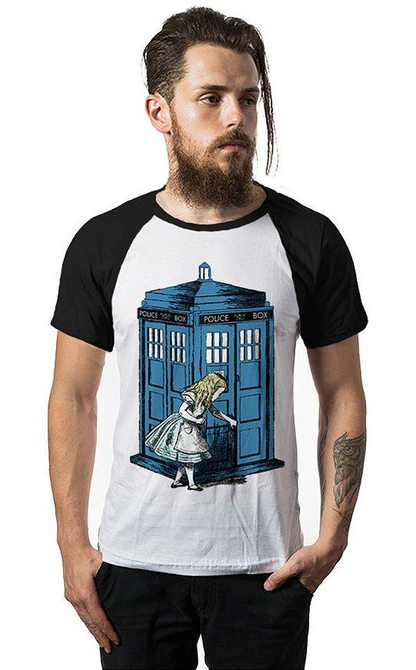 Camiseta Raglan Alice Doctor