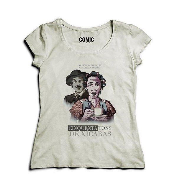 Camiseta Feminina Chaves Cinquenta Tons de Xicaras - Nerd e Geek - Presentes Criativos
