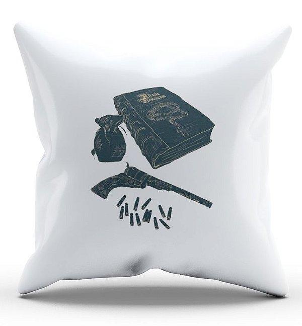 Almofada Decorativa  Supernatural Hunter's Tools of the Trade - Nerd e Geek - Presentes Criativos