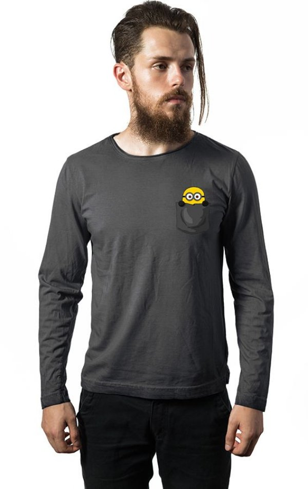 Camiseta Masculina  Manga Longa Bolso Minions - Nerd e Geek - Presentes Criativos