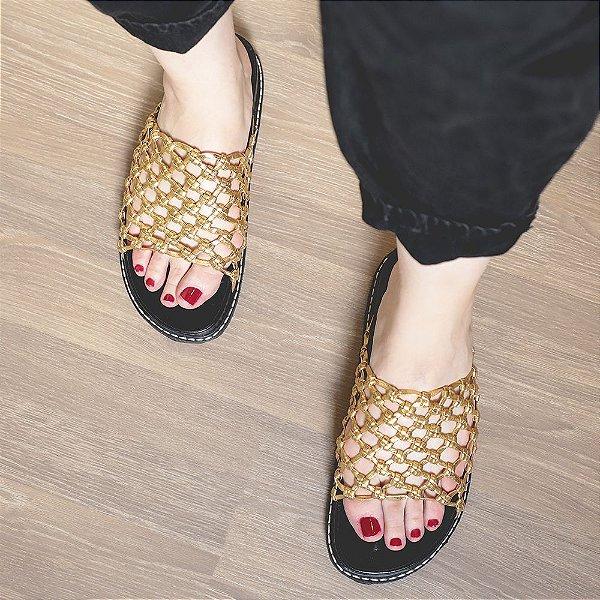 Sandália Rasteira Dourada, Luíza Barcelos