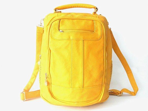 ad715dcd5 A Mochila Amarelo Mostarda, é confeccionada em material sintético ...