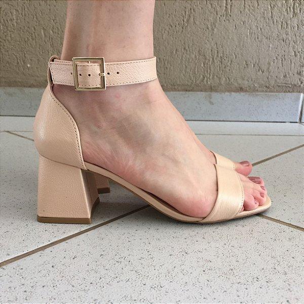Sandália Salto Baixo de Couro Nude Lia Line