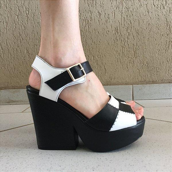 Sandália com Quadriculado Preto e Branco Liêz