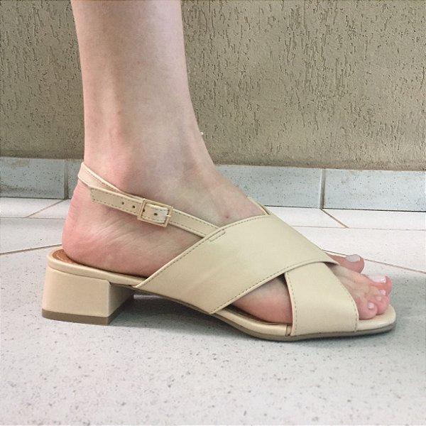 Sandália Cruzada Nude com Salto Baixo Offline