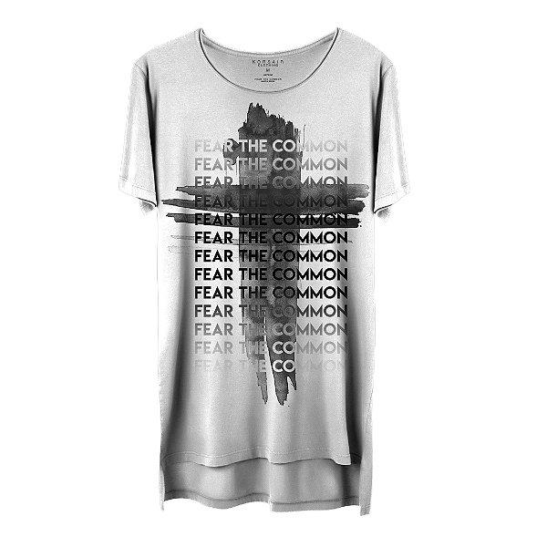 Camiseta Masculina Gola Cavada Korsair Fear The Common Crucifixo
