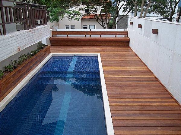 Deck para piscinas multiforma ofuros macas e decks for Multiforma piscinas
