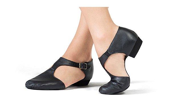 Sapato com Fivela Modelo Boneca em Couro Capezio