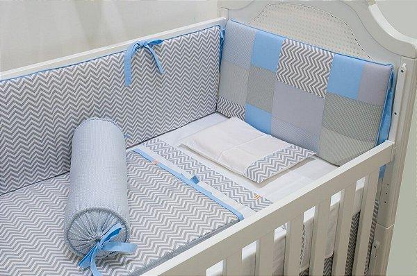 Kit Berço - Chevron Cabeceira patchwork azul e cinza