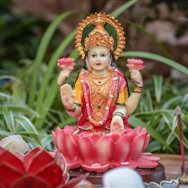 Escultura Colorida de Lakshmi em Resina