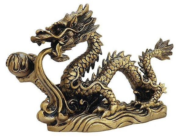 """Escultura Dragão Dourado Feng Shui Resina """"Coragem"""" 13x20cm"""