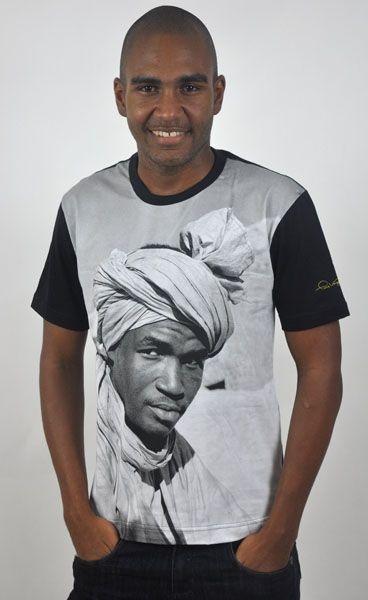 Camiseta Básica Homem de Turbante