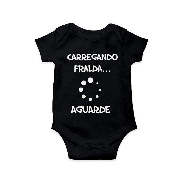 Body ou Camisetinha Infantil Carregando Fralda Preto