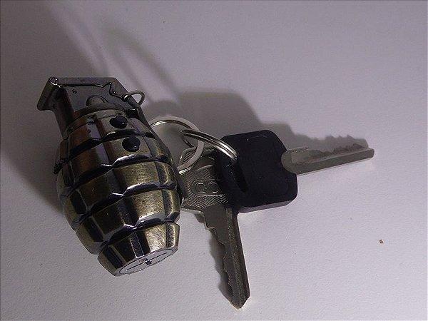 Chaveiro Granada com Led e lanterna
