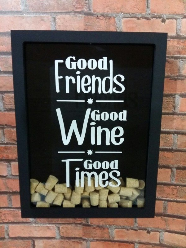 Quadro Porta Rolhas- Amigos