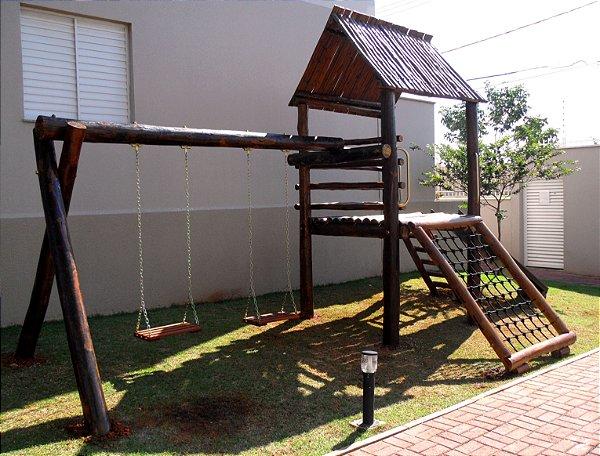 Playground ecológico Casinha do Tarzan completa com 2 balanços em eucalipto tratado/ Varandas do Ipatinga