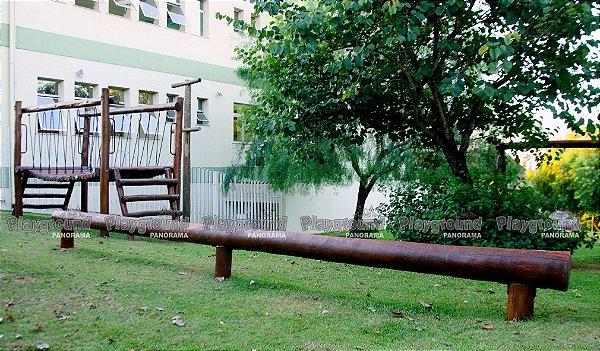 Barra de equilíbrio com 5 metros em eucalipto tratado / Clínica Bozelli