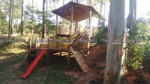 Playground casa do bosque em eucalipto tratado