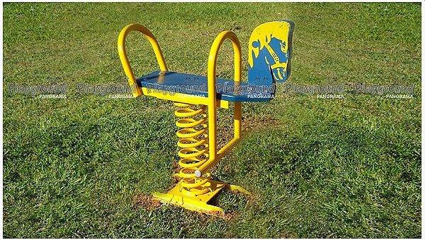 Playground infantil modelo cavalinho de mola