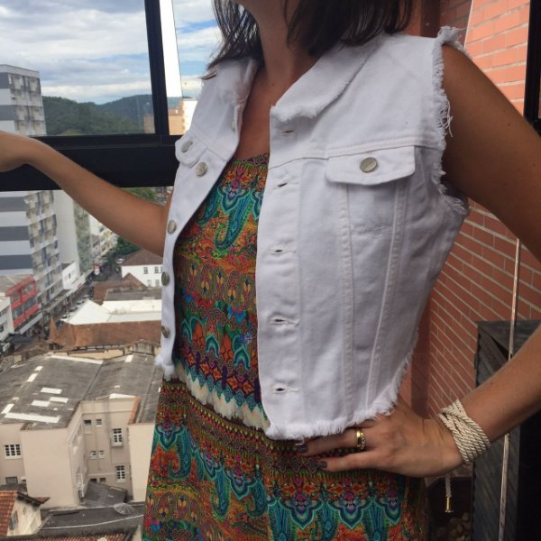 colete jeans cropped destroyed | aquarela branco | coleteria
