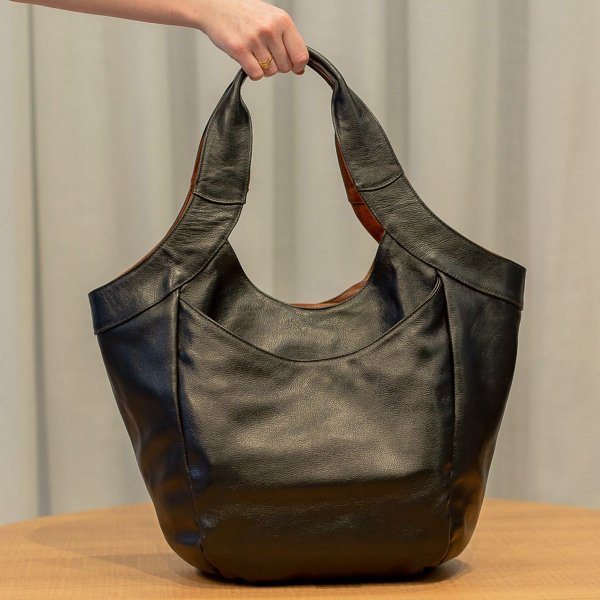 Bolsa saco grande de couro Cíntia Preta/Whisky