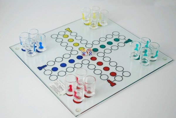 Jogo ludo  de vidro com copos drink