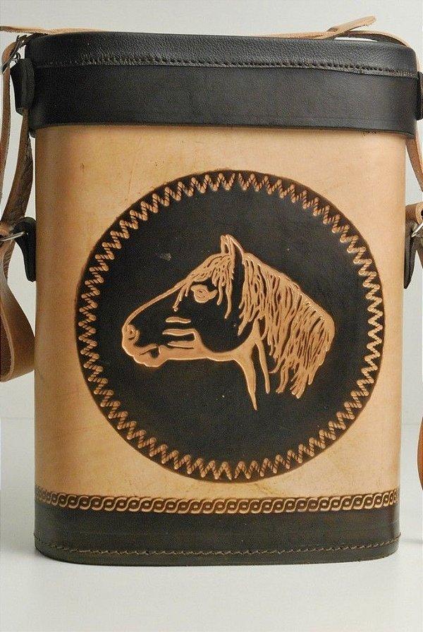 Mateira de chimarrão em couro 1,5L tradicional