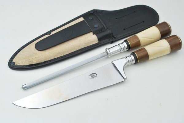 Conjunto faca e chaira 300/8 de aço inox 420 e cabo de chifre, osso e metal