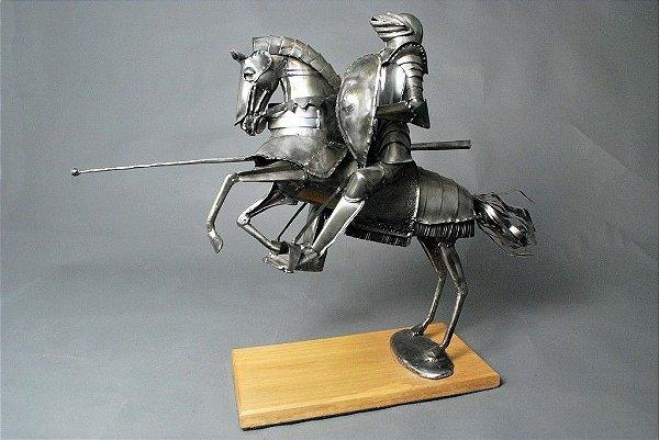 Escultura Guerreiro medieval em metal e solda elétrica