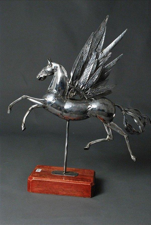 Escultura Cavalo Alado em aço inox e solda