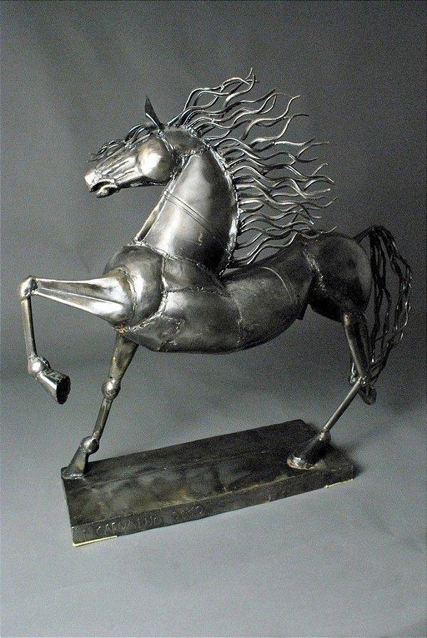 Escultura de Cavalo em metal e solda elétrica