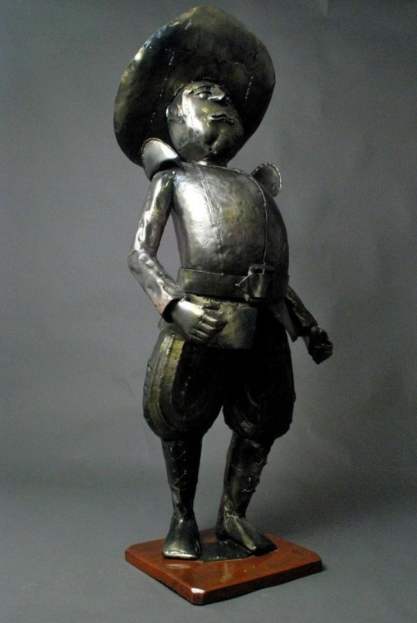 Escultura Sancho Pança em metal e solda