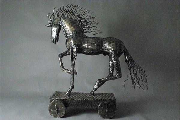 Escultura de cavalo em ferro e solda elétrica