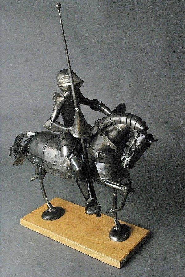 Escultura Cavaleiro Medieval