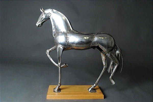 Escultura Cavalo em solda elétrica e aço inox
