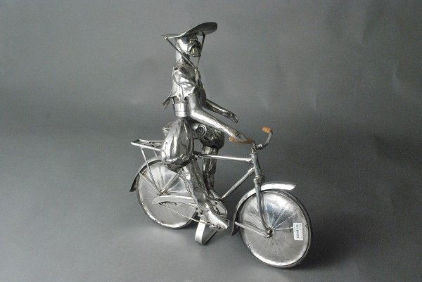 Escultura Gaúcho e bicicleta