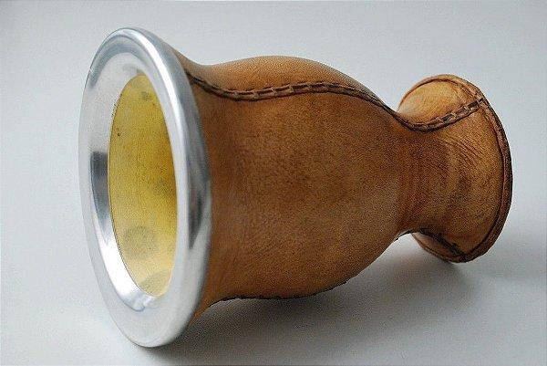 Cuia costurada em couro bocal em alumínio