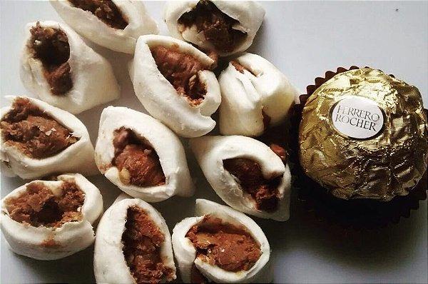 Bala de coco tradicional com recheio de Ferrero Rocher