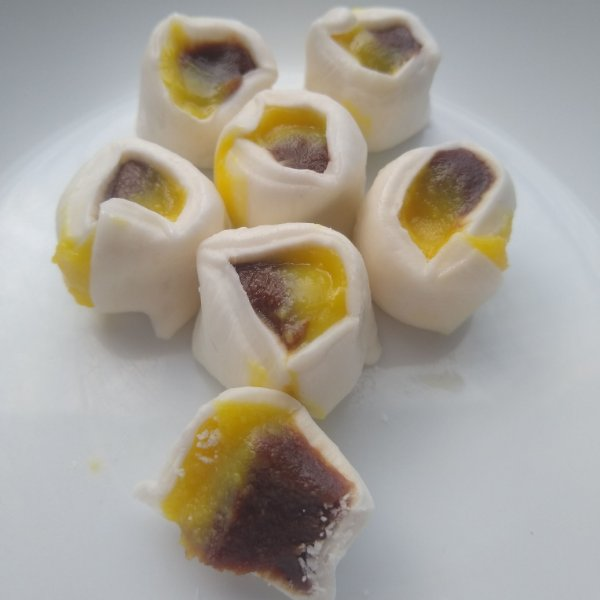 1/2 kg tradicional com recheio meio maracujá/brigadeiro de chocolate