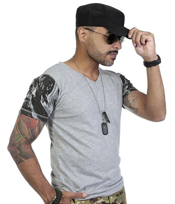 Camiseta Gola V Mescla Com Mangas Camufladas